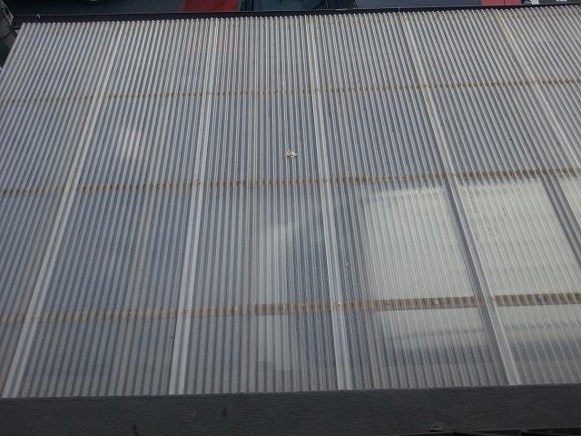 台風被害により波板交換