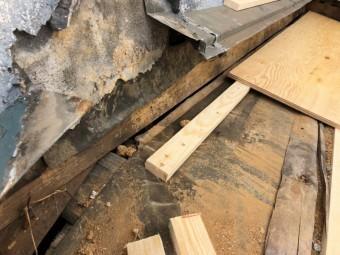 下屋根下地野地板