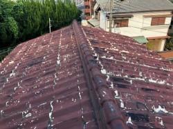 劣化して表面が剥がれた屋根