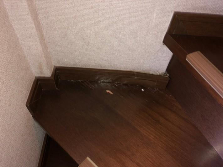 階段水染み