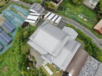 日本瓦の立派な屋根
