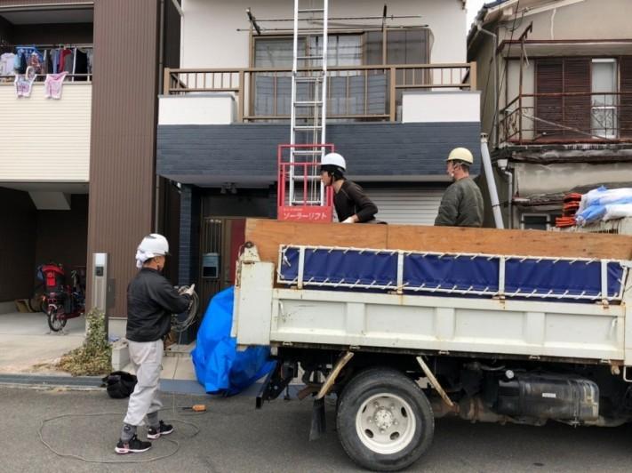 屋根積み込み作業