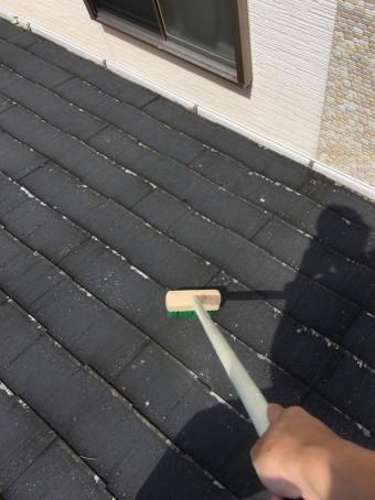 スレート屋根表面苔撤去