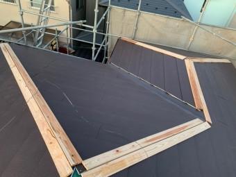 棟板金を残して屋根貼り込み完了