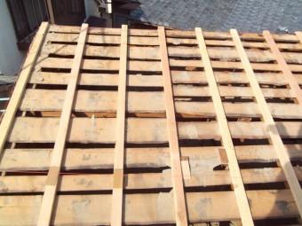 屋根下地桟木