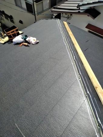 草津市野路で屋根の葺き替え工事が完了しました。