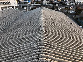 工場の屋根の現場調査