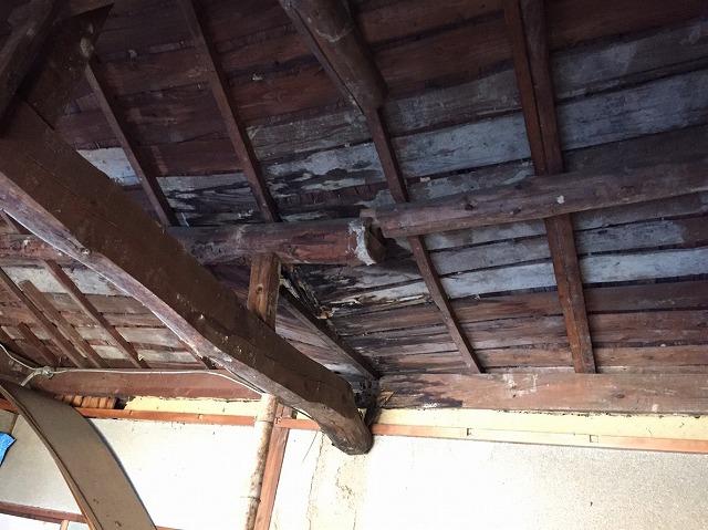 小屋裏木材腐り