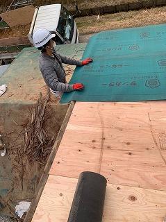 屋根のルーフィング貼り