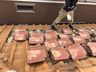 屋根の瓦下ろし