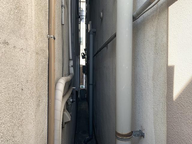 隣の家の隙間