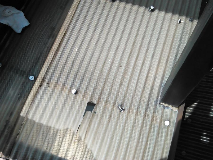 滋賀県大津市で波板施工です・カーポートやテラス波板の張替えは意外に簡単!