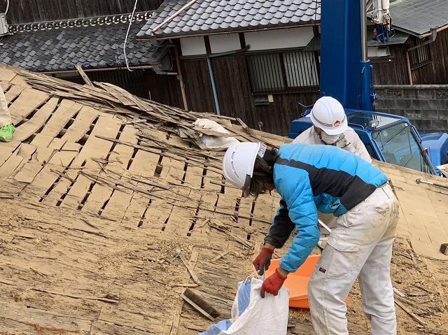 屋根下地の掃除