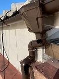 守山市三宅町にて雨樋交換の現場の様子をお届けします。