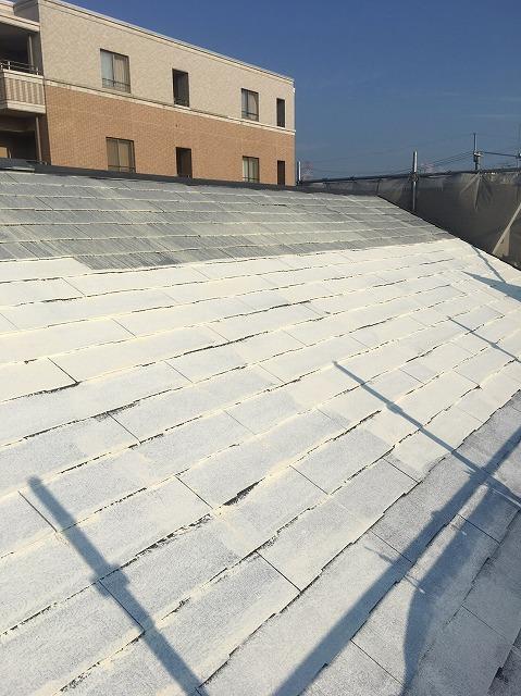 スレート屋根の中塗り