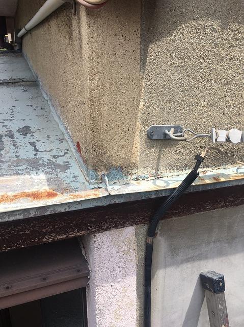 板金屋根と外壁の取り合い