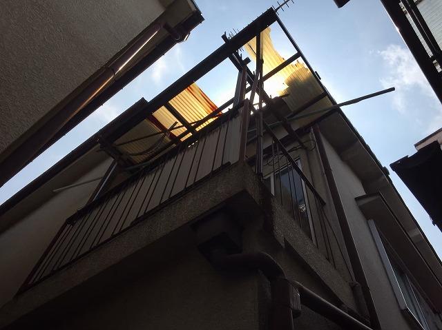 湖南市菩提寺で経年劣化と風災の影響で飛散した波板の張替え工事