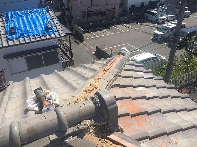 大津市瀬田で台風で飛散した棟瓦(冠瓦)の補修工事になります