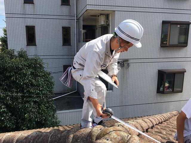 屋根の採寸風景