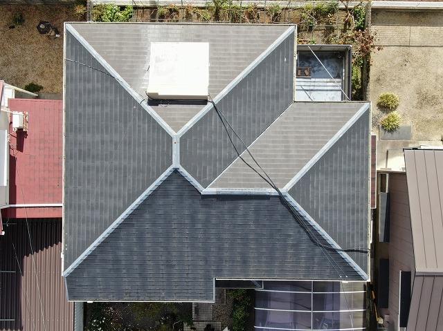 滋賀県大津市でソーラー温水器から水漏れがおきた屋根の調査風景