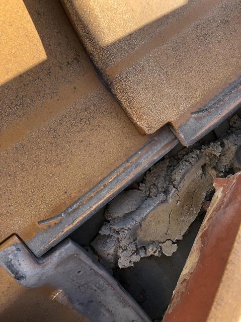 流れ出した葺き土