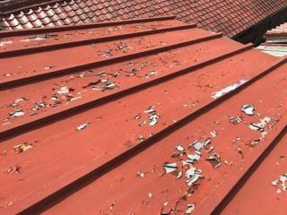 表面の塗装が剥がれてきた瓦棒屋根