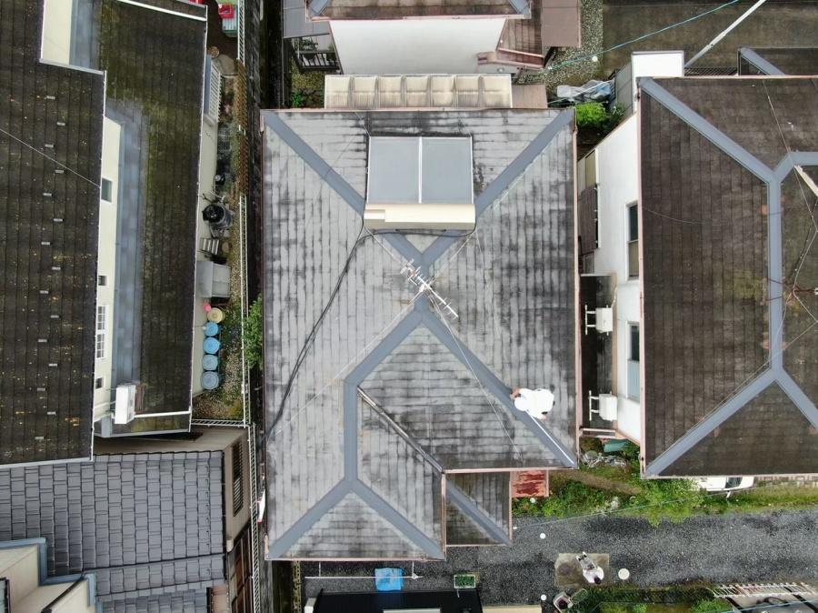 ドローを飛ばして撮影した工事前の屋根