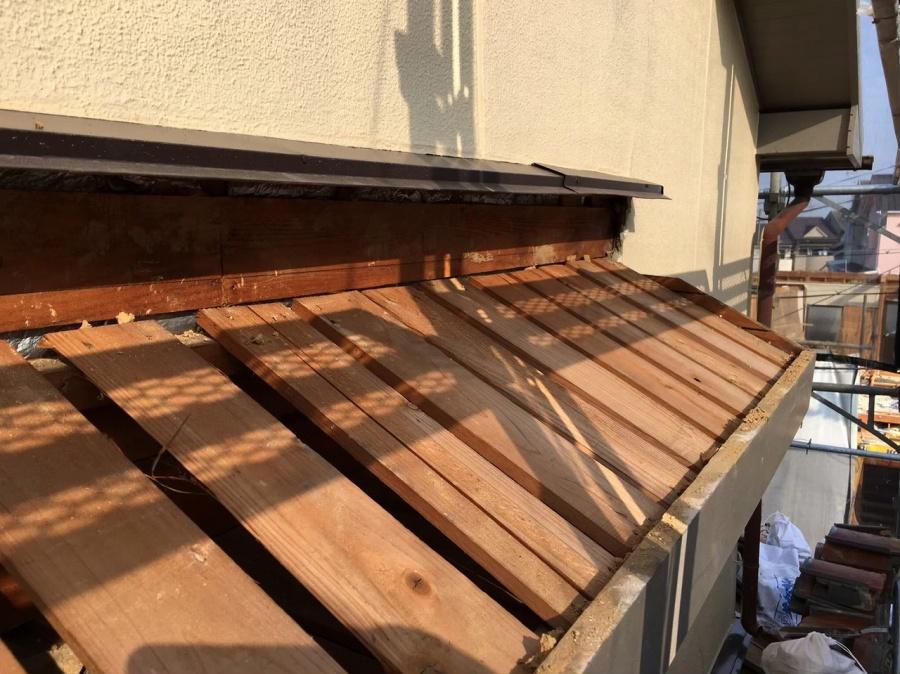 下屋根の日差し部分