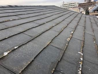 表面が劣化したスレート屋根
