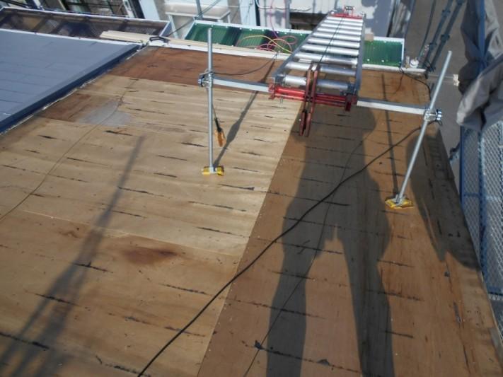 スレート瓦をすべてめくり終わっての野地板