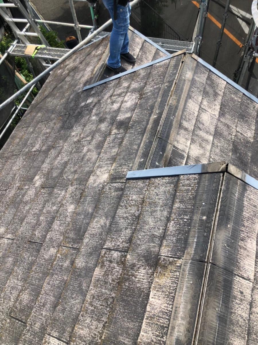 棟板金を剥がしたスレート屋根