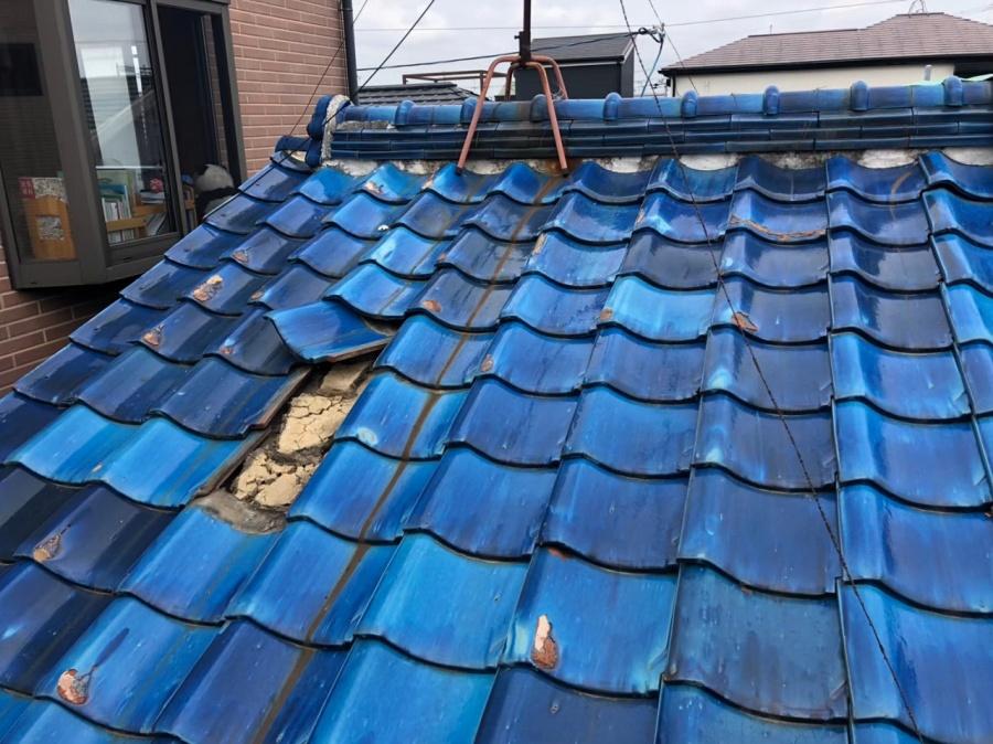 瓦が飛んでしまった屋根