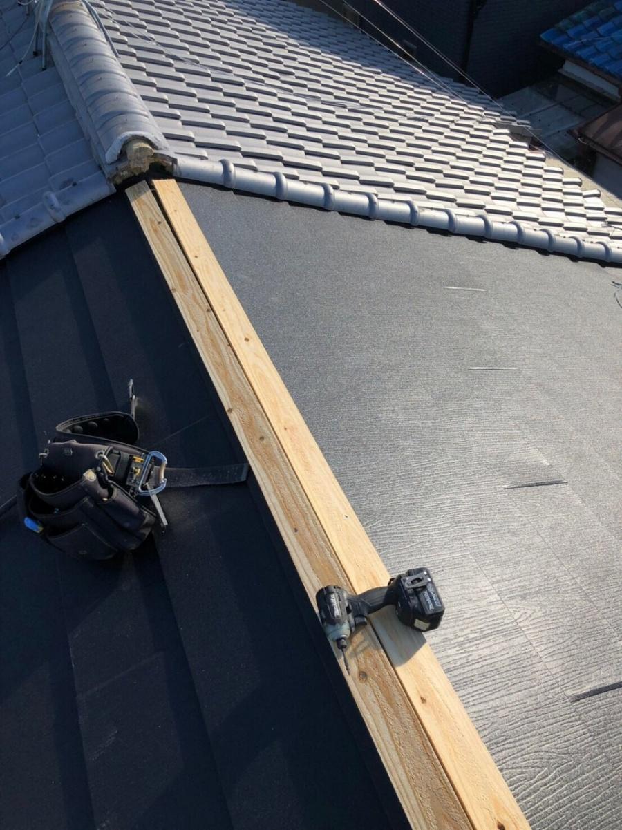 屋根棟部分抜き板